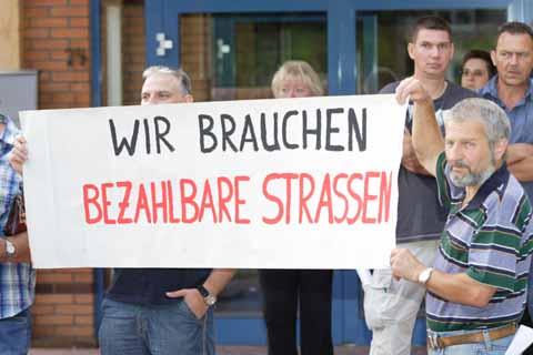 Demonstration für bezahlbare Straßen!