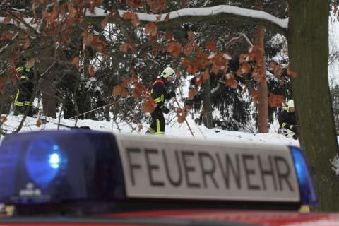 Gefahrenabwehr: Feuerwehr schippte Schnee von den Dächern der Schule und den Kitas!