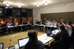 Finanzen: Gemeindevertreter tappen weiter im Dunkeln, trotzdem will Bürgermeister Mücke von ihnen grünes Licht für 50.000 Euro!