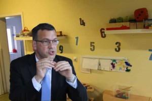 Der Sozialdezernent des Landkreises, Carsten Saß, überbrachte heute die gute Botschaft: 420.000 Euro Förderung erhält die Gemeinde. (Foto:mwBild)