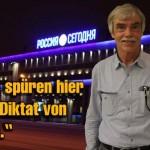Sputnik Redakteur Hans-Georg Schnaak. Im Hintergrund der Sitz von Rossija Sewodnja am Subowski-Boulevard.