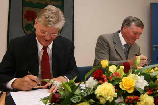 Vor fast 8 Jahren wurde der Partnerschaftsvertrag zwischen Schulzendorf und Kargowa von Ihren Oberhäuptern Dr. Herbert Burmeister und Janusz Klys  unterzeichnet. (Foto:mwBild)nterschrieben.