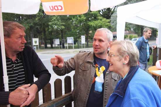 Vor Jahren für viele unvorstellbar, heute Realität: Ein CDU - Schirm am Zaun von Dr. Herbert Burmeister (Die Linke). Foto: mwBild