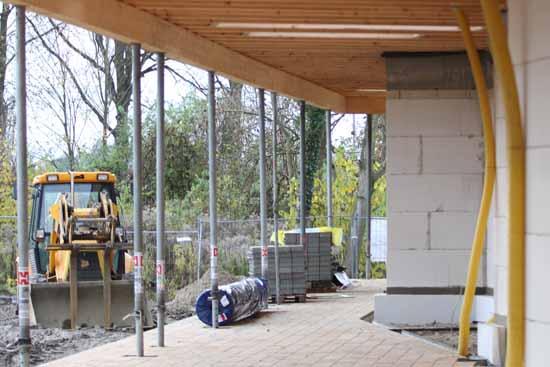 Seit Wochen stocken die Arbeiten an der Holzkonstruktion (Foto: mwBild)
