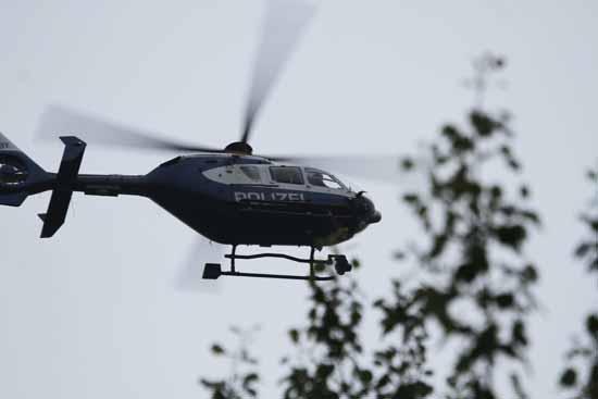 Mit einem Polizeihubschrauber wurde nach den Räubern gefahndet. (Foto: mwBild)