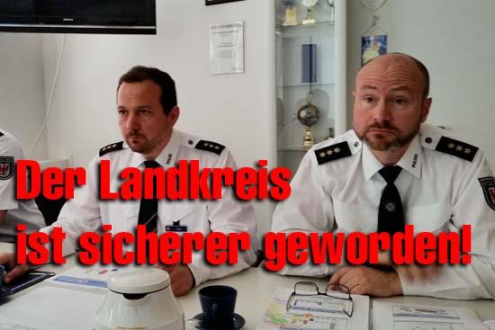 v.l.: Christian Hylla, Chef der Poliozeiinspektion Dahme - Spreewald und Thorsten Bley, Chef der Polizeiinspektion Schönefeld Flughafen. (Foto: mwBild)