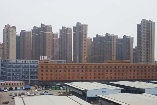 Überall entstehen neue Städte mit Wohntürmen, Gewerbegebieten und zukunftsfähiger Infrastruktur (Foto: Reif)