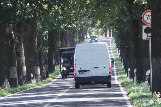 Viel Platz für Radfahrer bleibt nicht auf der stark befahrenen B 246 (Foto: Rühle)