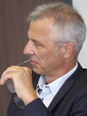 Bürgermeister Mücke verfolgt Kolbergs Präsentation. (Foto: mwBild)