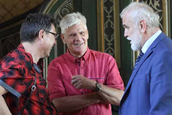 Gedankenaustausch zwischen Pfarrer Hans-Karl Kahlbaum, Dr. Herbert Burmeister und Frantisek Svarc (von li.), Foto: mwBild