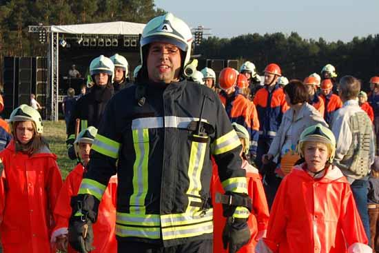 Gemeindebrandmeister Rene Keller beim Osterfeuer (Foto: mwBild)
