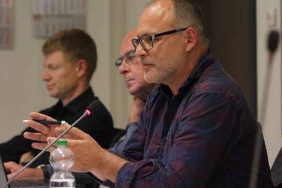 Andreas Körner (vorn) sorgt mit seinen Gedanken für Aufmerksamkeit. (Foto: mwBild)