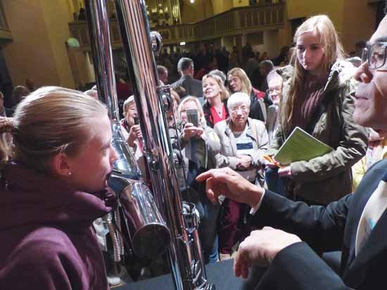 Meet the Artists bei den Schlosskonzerten Königs Wusterhausen. Nicht nur Jugendliche waren im Austausch mit den 14 Berliner Flötisten.  Foto: Norbert Vogel.