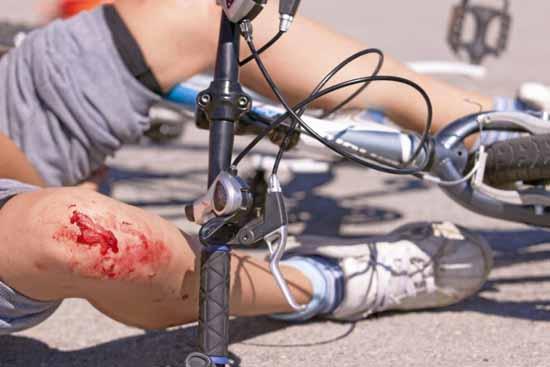 Fahrrad Unfälle wegen gefährlicher Verkehrsführung sind keine Seltenheit.