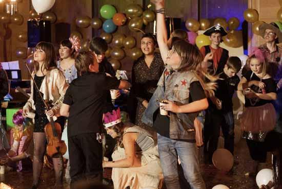 In fünf Tagen produzierten die jungen Künstler ein Theaterstück, von dem das Publikum begeistert war. (Foto:Mascha B. Schimanski)