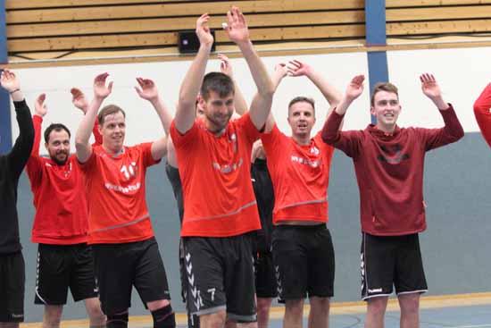 Die Mannschaft bedankt sich bei den Fans. (Foto: mwBild)