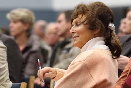 Christel Pawlik auf einer Altanschließer Versammlung (Foto: mwBild)