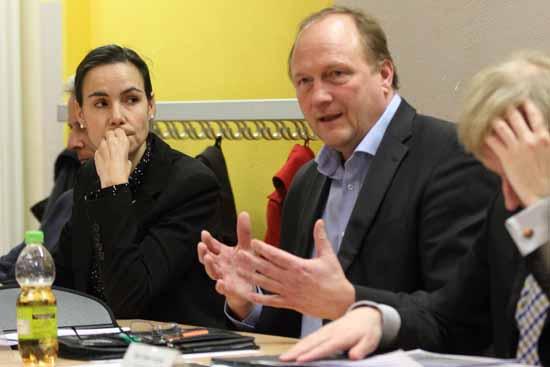 Eichwaldes Finanzchefin, Karolin Kunze und Wolfgang Burmeister (Bündnis 90/Die Grünen) Foto: mwBild