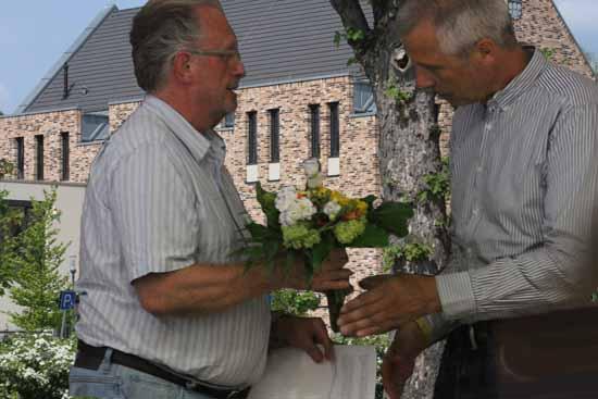 Bürgermeister Mücke (SPD - nominiert) gratuliert Kolberg zur Wahl. (Foto: mwBild/Bliefert)