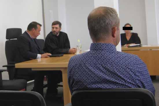 Im Gerichtssaal: Sven Herberger mit Anwalt Heinze ( Foto: mwBild)