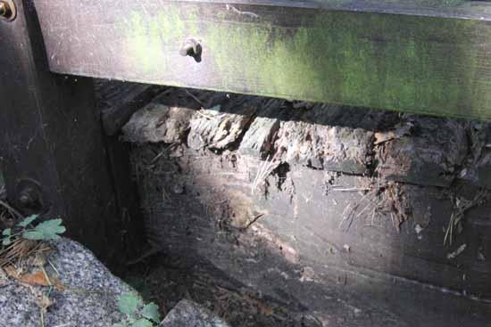 Holzschutz - Murks: So sehen Teile aus, die unzureichend geschützt wurden. (Foto: mwBild)
