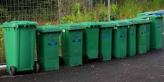 Noch eine Zeit lang müssen die Neu Bewohner im Ritterschlsg ihre Mülltonnen zur Sammelstelle trekken. (Foto: mwBild)