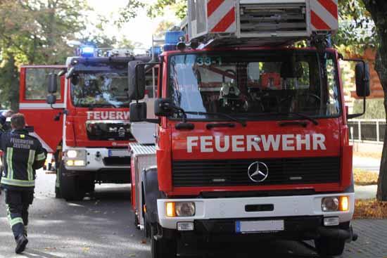 Feuerwehrleute aus Zeuthen und Schulzendorf bekämpften den Kellerbrand. (Foto: mwBild)