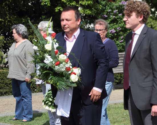 Zeuthens Bürgermeister Herzberger und Philipp Martens (Die Linke). Foto: mwBild