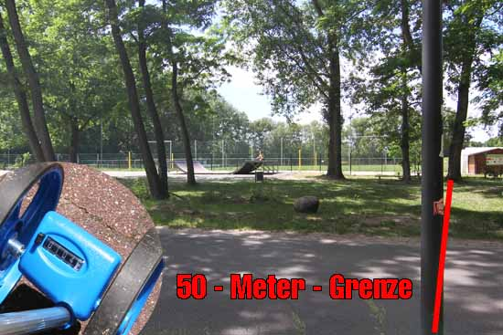 104 Meter lang müsste sich die Tempo 30 Zone erstrecken, damit Jugendliche auf der Skaterbahn vor Rasern geschützt werden. (Foto: mwBild)